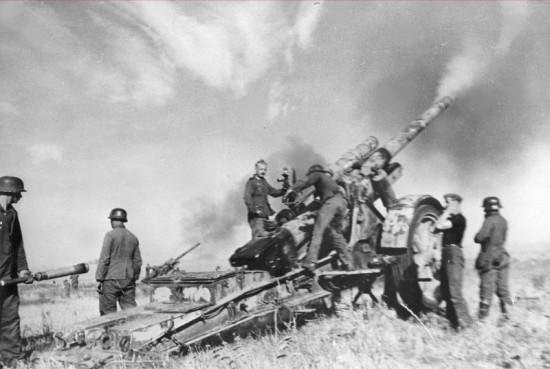 Батарея немецких 170-мм гаубиц Mrs. 18 (17 cm Kanone 18 in Mörserlafette)