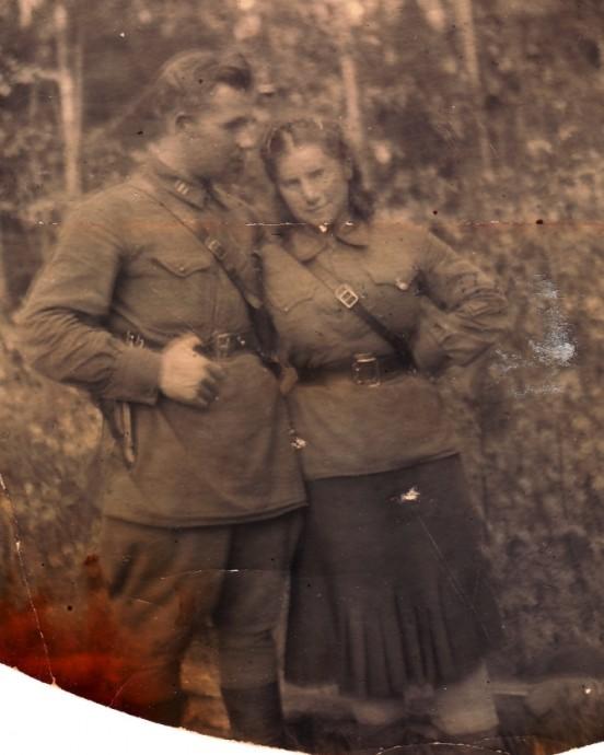 Комиссар 3 СП 1 ГДНО Ильин П.И. и инструктор рукопашного боя лейтенант Клебанова (Ильина) И.Н. Август 1941.